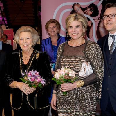 Prinses Beatrix, Prins Constantijn en Prinses Laurentien bij opening Holland Dance Festival