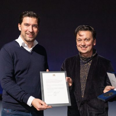 Artistic Director Samuel Wuersten receives 'Stadspenning Den Haag' at the end of our festival